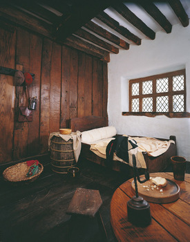 Plas Mawr bedroom.jpg